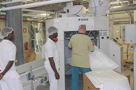 A GMA tem duas linhas de produção com capacidade total para produzir 930 toneladas de farinha por dia